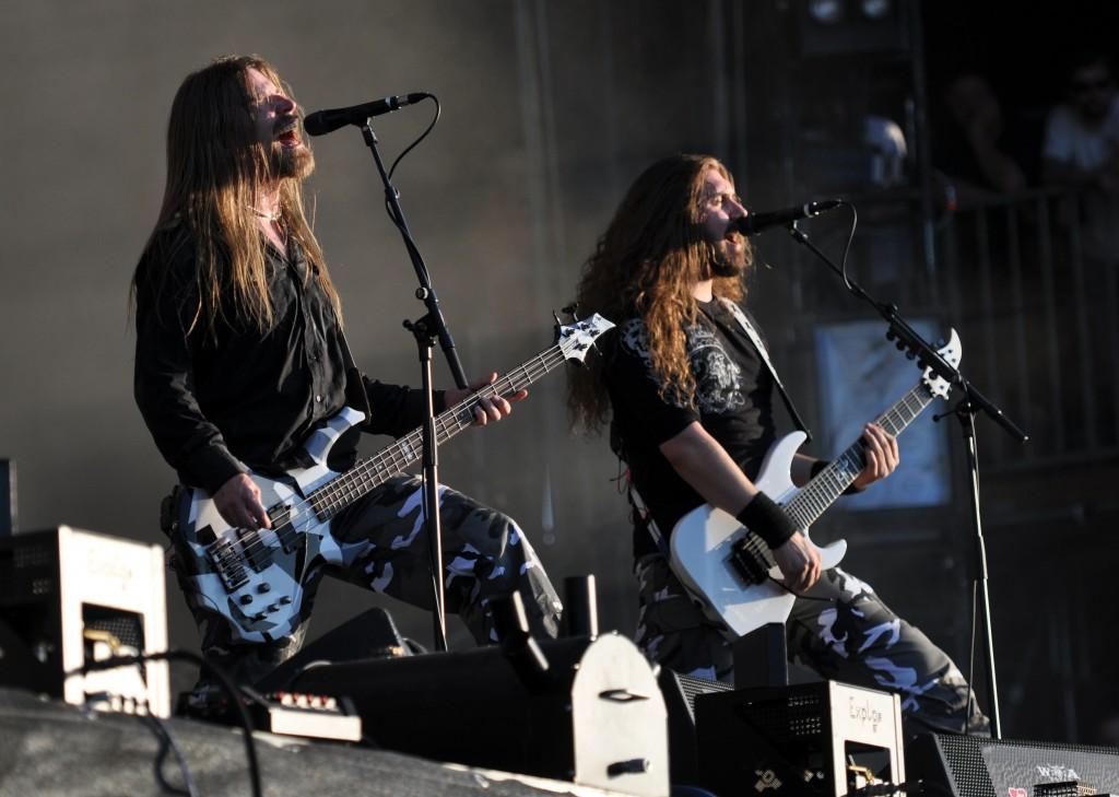 Sabaton Guitar+Bass live